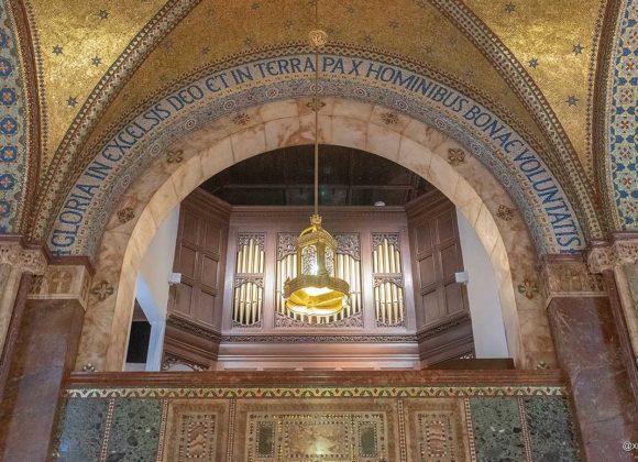 Fitzrovia Chapel interior. Credit: @xrispix (Instagram)